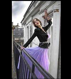 Femme jupe mauve